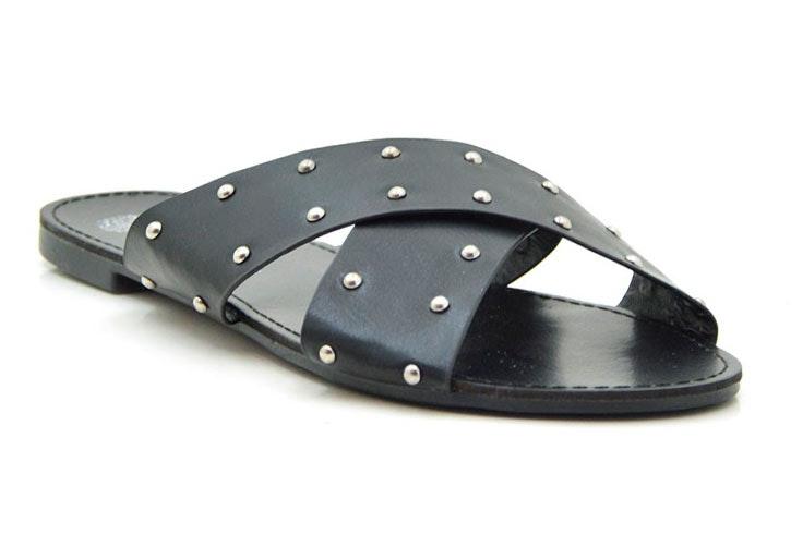 sandalia-plana-negra-tachuelas-tinogonzalez