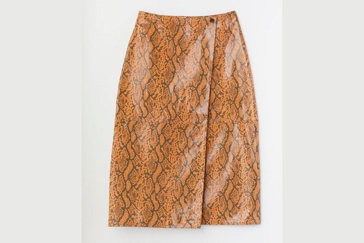 falda-cuero-con-estampado-serpiente-amarilla-hm