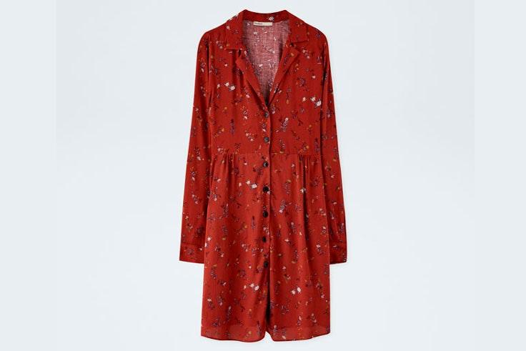 itziar-aguilera-vestido-rojo-estampado-flores-pull-and-bear