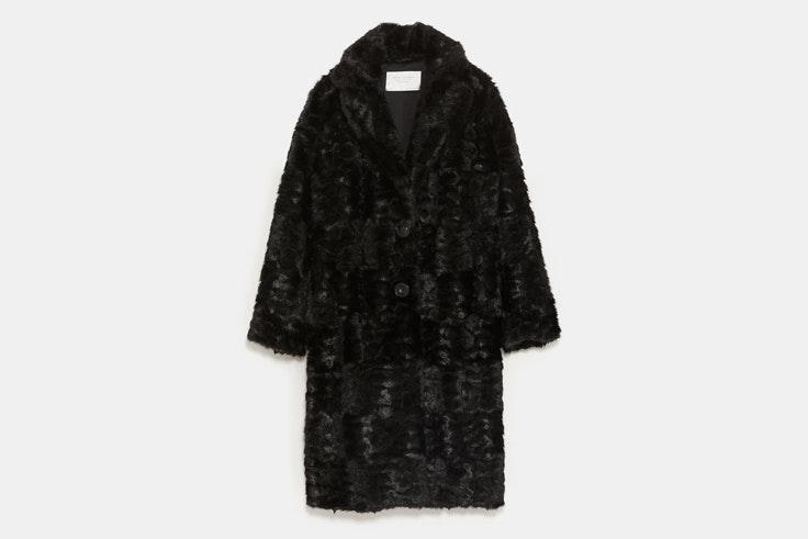 abrigo-largo-negro-pelo-zara