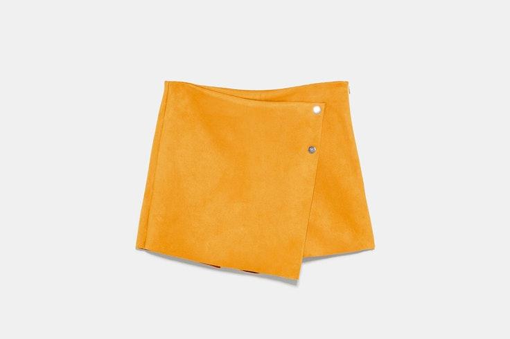falda-pantalon-de-ante-mostaza-zara