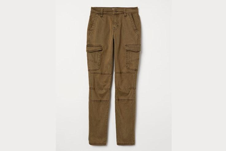 pantalon-verde-kaki-detalle-bolsillos-laterales-hm