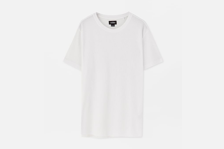camiseta-blanca-manga-corta-pull-and-bear
