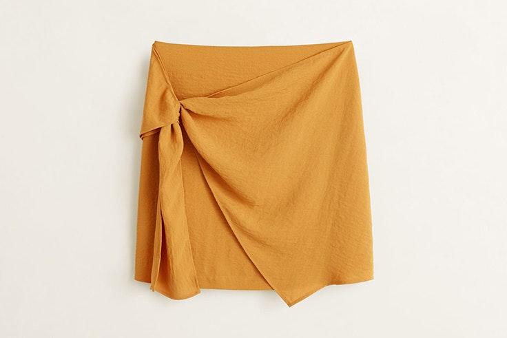 falda en color mostaza con nudo lateral