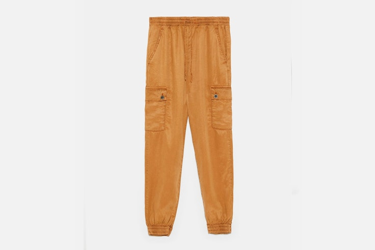 ladyaddict-look-casual-pantalon-cargo-top-blanco-bolso-mini-zara