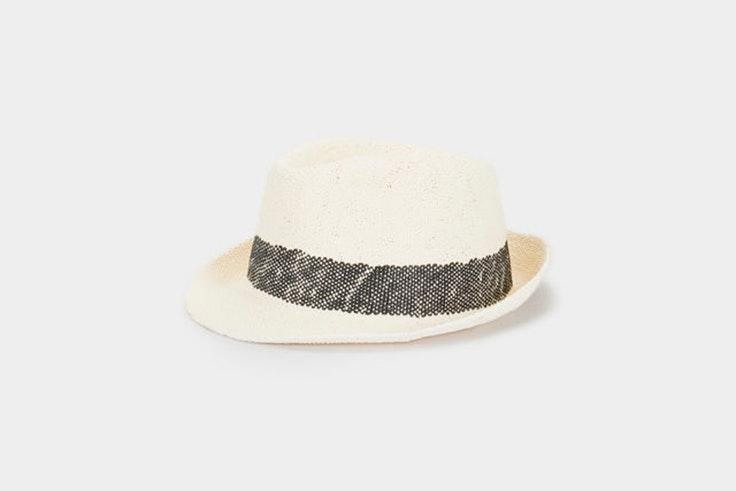 sombrero-paja-detalle-cinta-negra-parfois