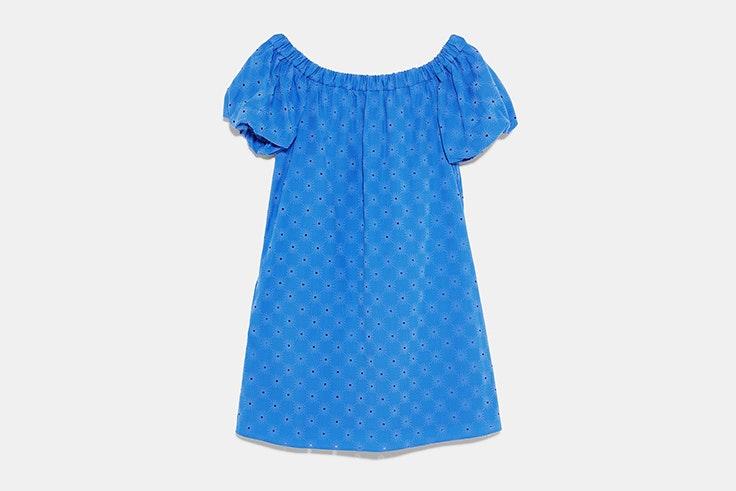 vestido-hombro-color-azul-zara