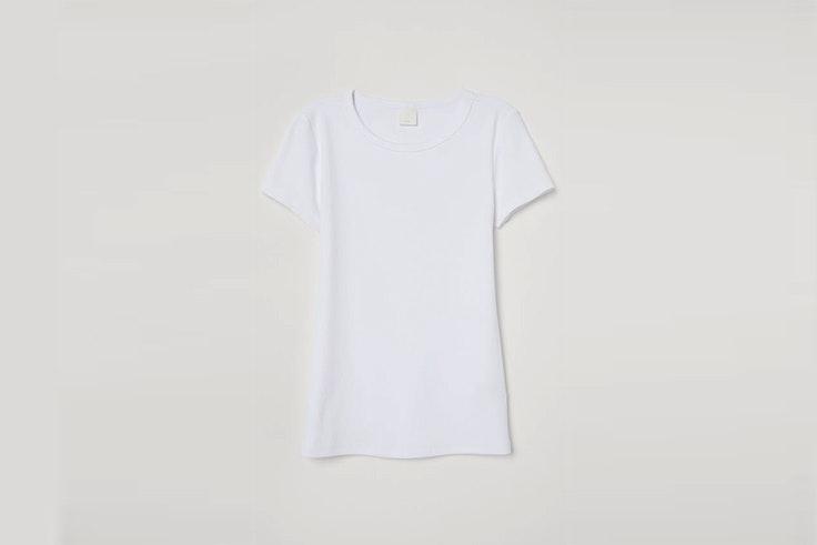 camiseta blanca hym el estilo de Nadine Caldera