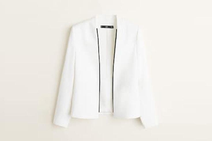 chaqueta blanca estructurada con doble botonadura de mango