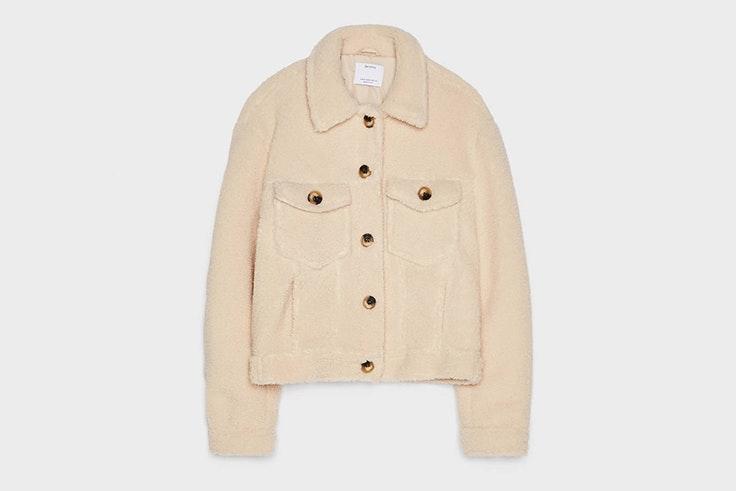 chaqueta beige abrigo de borreguito Bershka