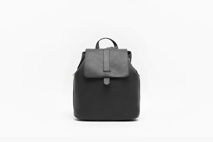 mochila negra de misako Saray Luis Martín
