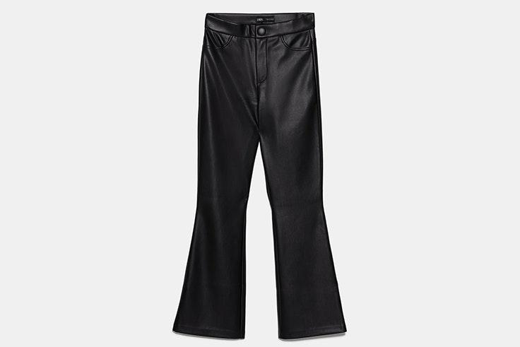 pantalón negro cuero flare zara