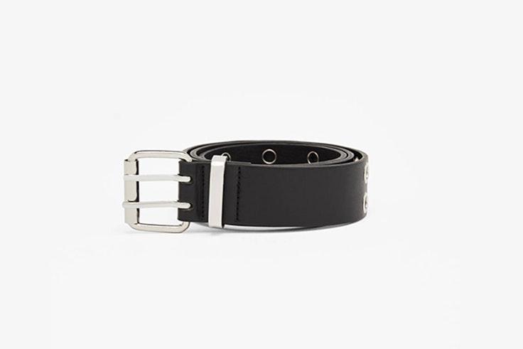 cinturon con eyelets metalicos de Bershka Olivia Frost