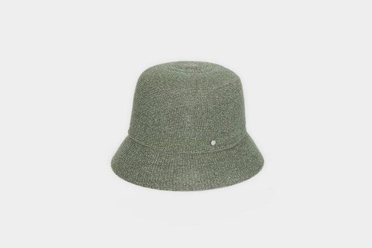 Gorro tipo bucket hat en color verde de Parfois