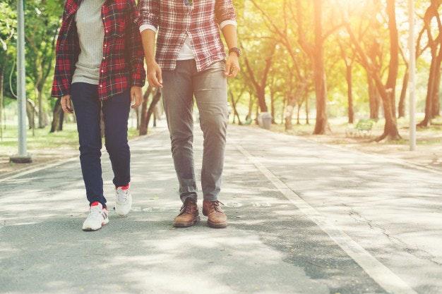Evita los riesgos del sedentarismo caminando