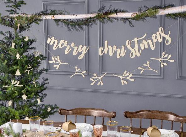 Decoración navideña con guirnaldas de madera