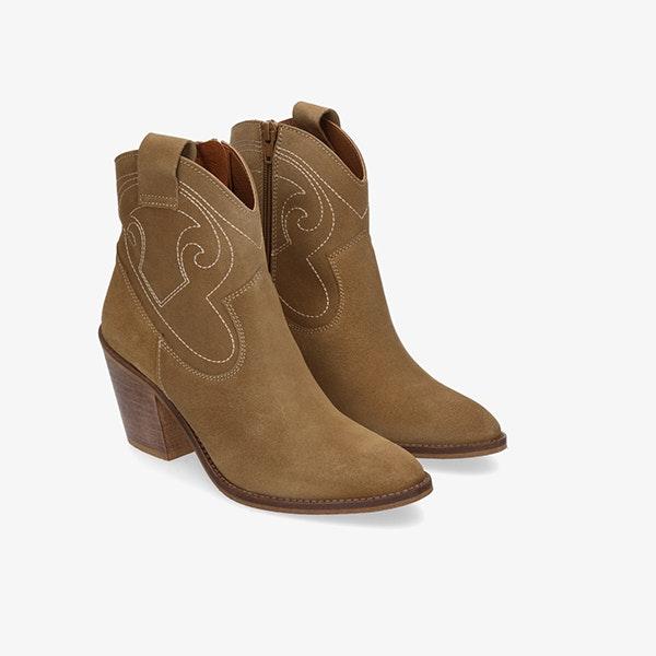 El calzado para el entretiempo que se llevará en 2021: botines cowboy
