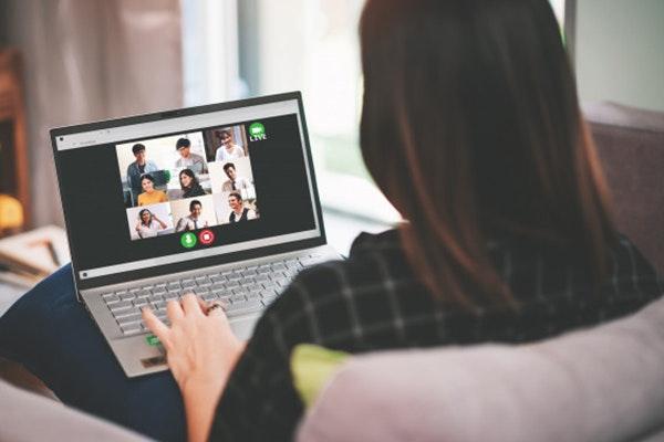 Cómo sobrevivir a los lunes: haz una videollamada con amigos