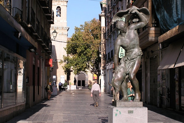 Las cinco mejores estatuas de Zaragoza: El Pastor del Águila.