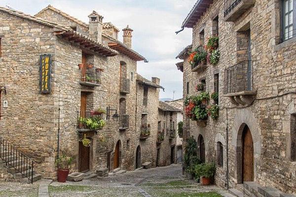 5 pueblos de Aragón que te enamorarán: Aínsa