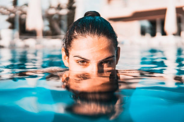 Mujer dentro agua