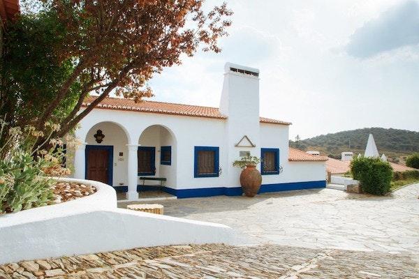 Duas noites no Hotel Rural Horta da Moura + pequeno almoço + passeio de barco e charrete, Agência Abreu, desde 139€