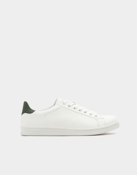 Sneakers Pull&Bear, antes a 29,99€ e agora a 12,99€