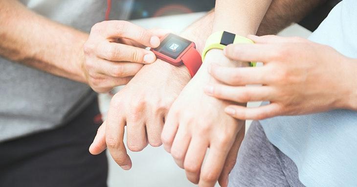 Um relógio que além de ver as horas lhe permite ter um autêntico telemóvel no pulso.