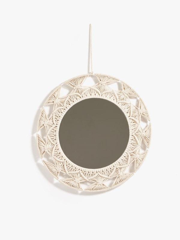 Espelho com pormenores em macramé, Zara Home, 59,59€