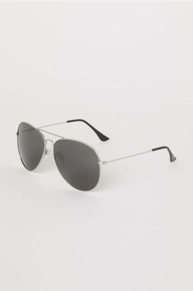 Será que ouvimos a palavra acessórios? Estes óculos são uma ótima prenda! H&M, 7,99€
