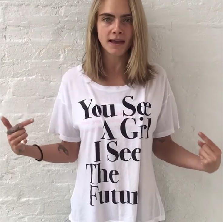 Camisetas con mensaje de Cara Delevigne