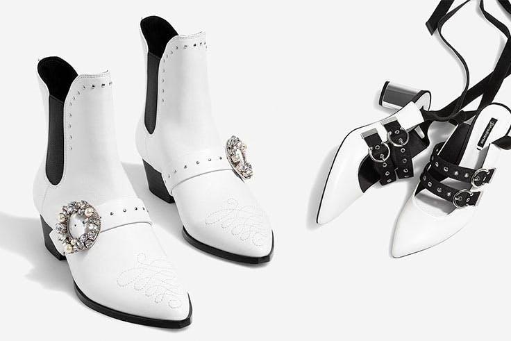 Calzado de Stradivarius: Botines cowboy hebilla (49,95€) / Salón multitiras blanco (39,95€)