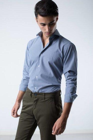 camisa-slim-fit-estampado-geometrico-azul-marino