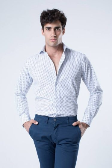 camisa-estampada-slim-fit-paisley-blanco-azul-2