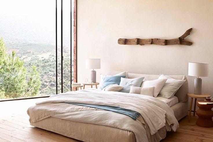 Dormitorio con decoración rústica de Zara Home