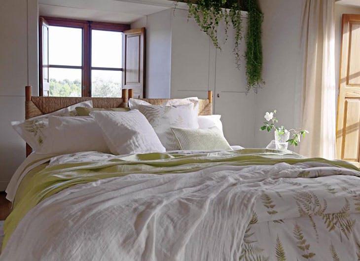 Dormitorio con toque rústico en su decoración