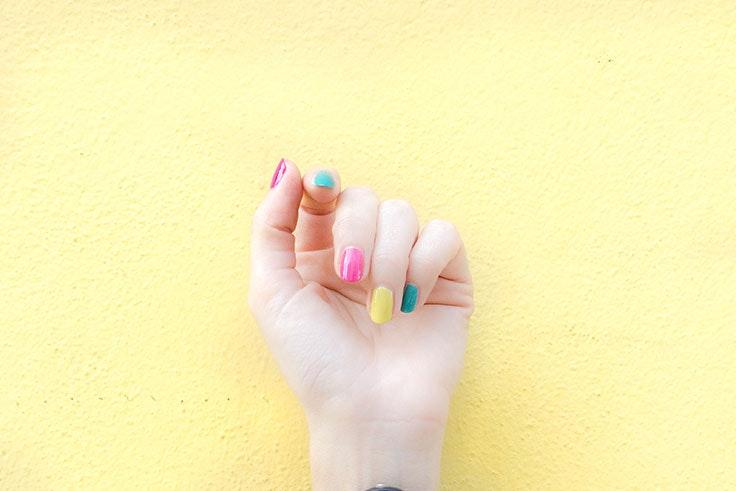 pintarse-las-Uñas-multicolor