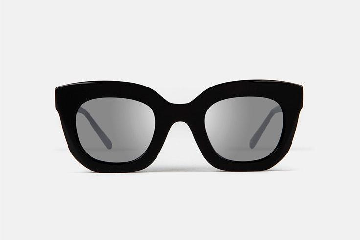 gafas-de-sol-pasta-negra-ursula-corbero-multiopticas