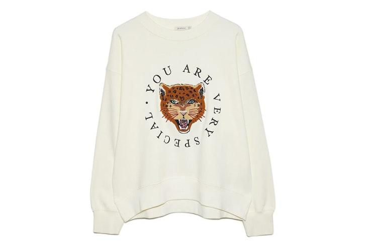 sudadera-blanca-lentejuelas-tigre-stradivarius