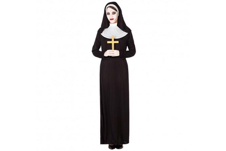 Disfraz de monja (15,99€).