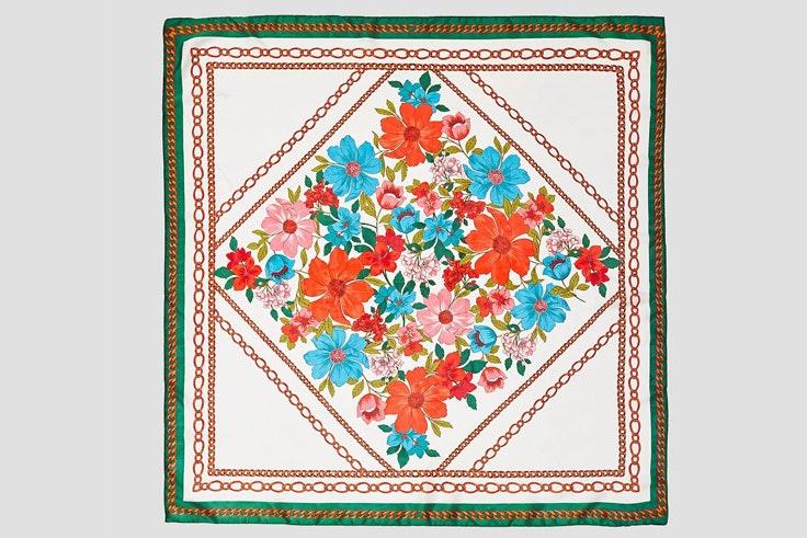 panuelo-estampado-flores-cadena-stradivarius