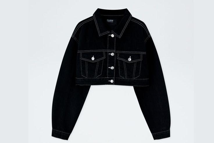 chaqueta-cazadora-denim-negra-costuras-contraste-rosalia-pull-and-bear-5