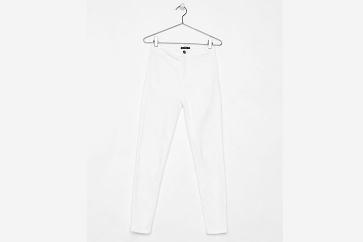 pantalon-estrecho-color-blanco-bershka