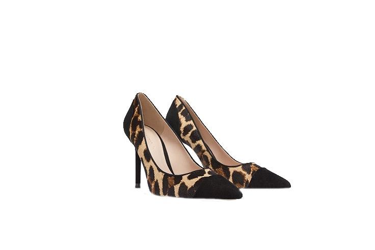 fefae4e4c7 Además de verlo plasmado en muchas prendas, también podrás encontrarlo en el  calzado, como estos zapatos de tacón con estampado animal. Zara zapatos