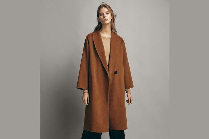 abrigo-largo-color-camel-massimo-dutti-gigi-vives