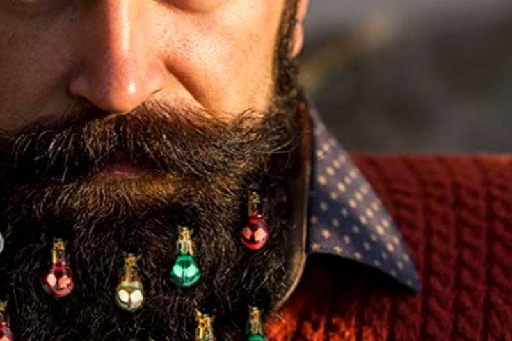 barba con bolas de navidad