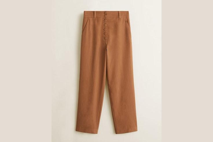 pantalon-camel-detalle-botones-mango-gigi-vives