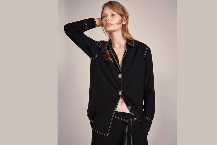 camise-negra-pespunte-contraste-massimo-dutti