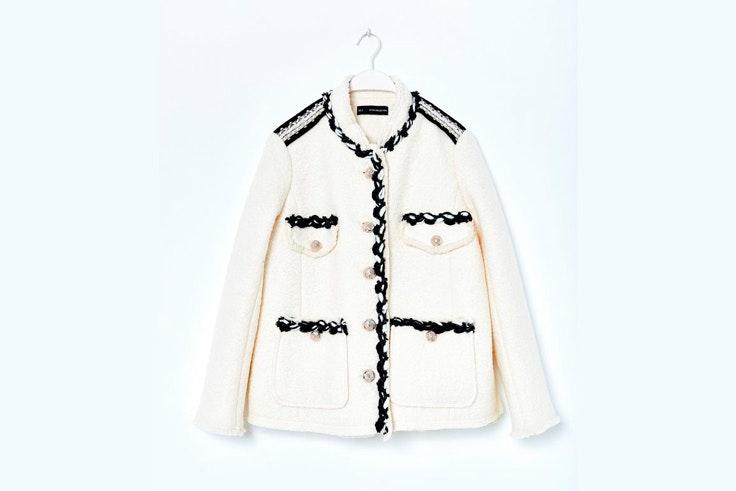 chaqueta-blanca-con-pasamaneria-sfera