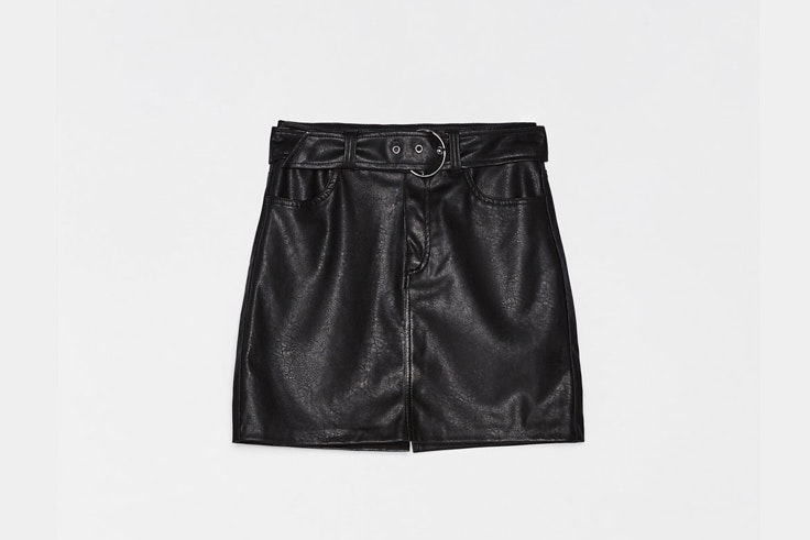 falda-negra-cuero-bershka